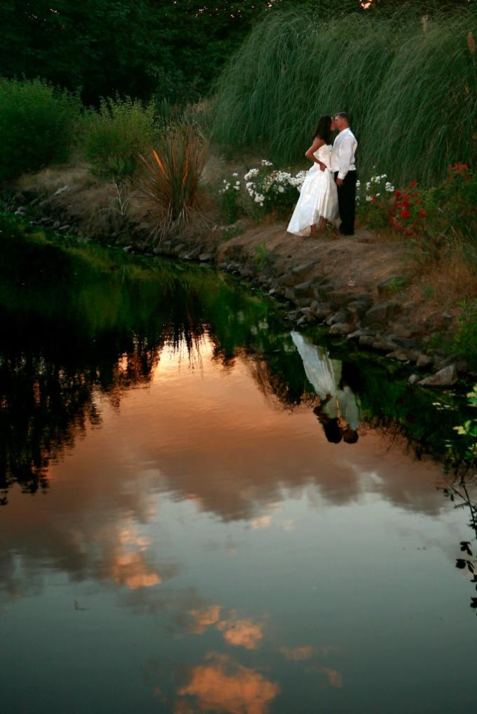Eugene Country Inn wedding photographer, Matt Emrich Photo