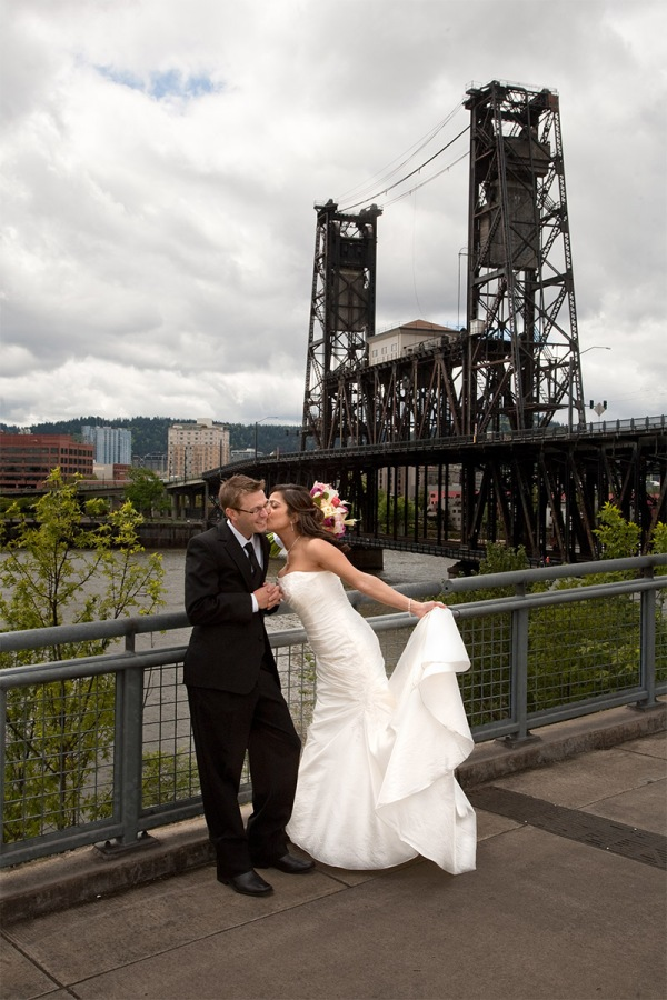 Tom McCall Waterfront Park wedding