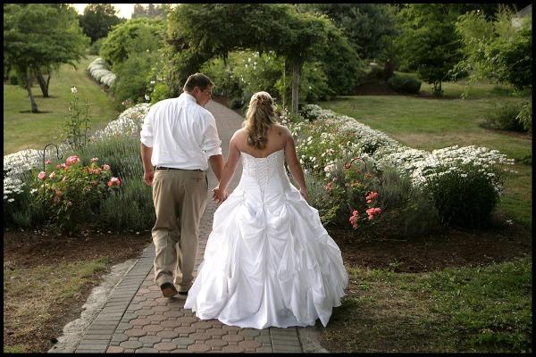 Eugene Country Inn wedding